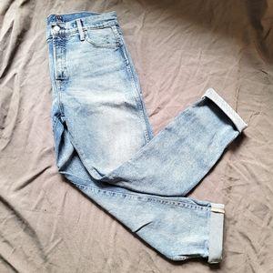 [GAP] 712 Distressed Light Wash Slim Straight Jean
